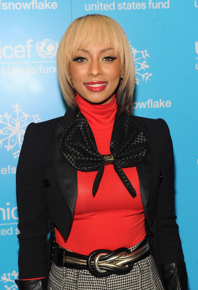 Keri Hilson amplified her look with fluttering false eyelashes and a pop of red lip gloss.