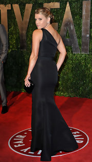 """Jessica steps out for the classy """"Vanity Fair"""" event looking lovely with a tightly twisted chignon style updo."""