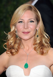 Jennifer Westfeldt looked fetching at the 2010 Vanity Fair Oscar party with her shoulder-length bouncy curls.