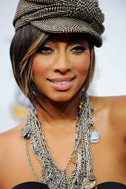 Keri Hilson paired her corset top and newsboy cap with layers of chains.
