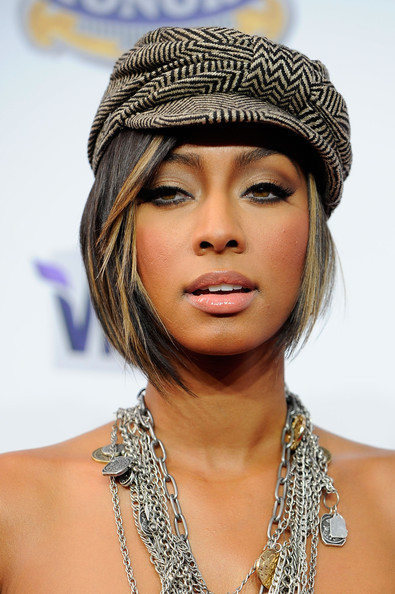 Keri Hilson attended the 2010 Hp Hop Honors event with neutral shadow complete with heavy top liner.