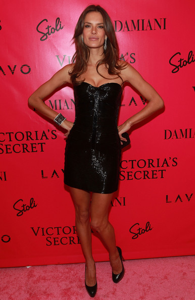 http://www4.pictures.stylebistro.com/gi/2010+Victoria+Secret+Fashion+Show+After+Party+iZ9yefVJGoXl.jpg