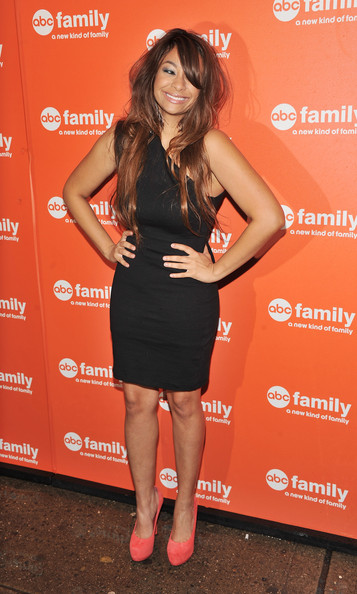Raven showed off her fit figure in a one-shoulder LBD at the ABC presentation.