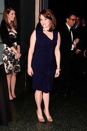 Tina Fey looked ladylike in a blue sheath dress paired with nude platform pumps.