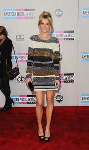 Julie Bowen was another sparkling attendee at the 2011 AMAs. The Modern Family actress opted for a shiny striped minidress paired with black peep-toe pumps and a tousled updo.