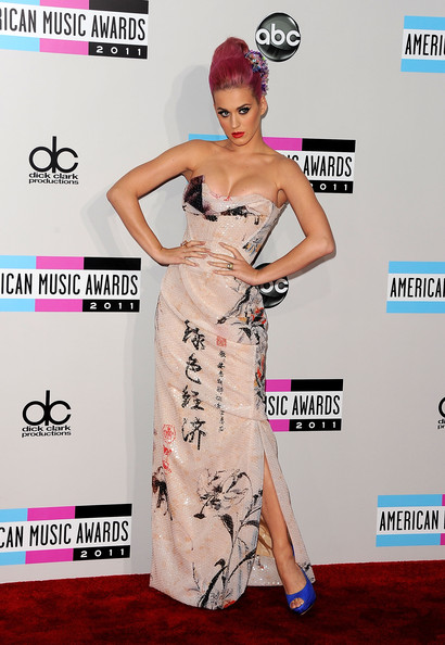 Katy+Perry in 2011 American Music Awards - Arrivals