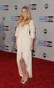Jennifer Morrison topped off her white gown with gold peep-toe pumps.