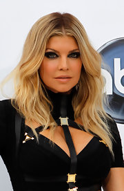 Fergie added some edge to her sassy look with smoky eyeshadow in a deep coal shade. She finished off her look with bronzed skin.