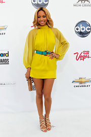 Keri Hilson sizzled at the Billboard Music Awards in glittery gold sandals with crisscrossing straps.