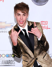 Justin Bieber rocked a sparkling black diamond Chevron ring to the 2011 Billboard Music Awards.