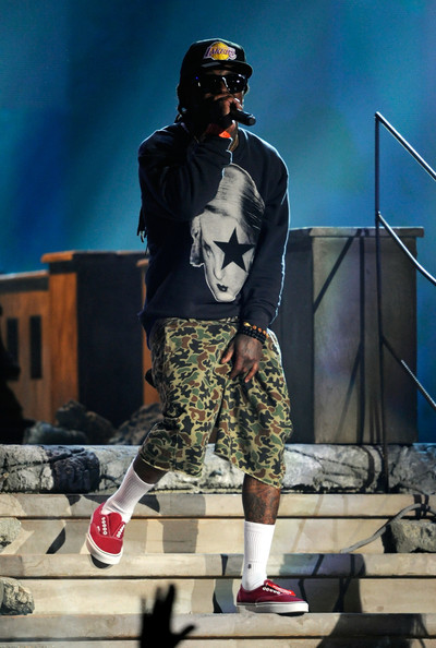 Lil Wayne rocked a pair of red sneakers while performing for the Billboard Music Awards.