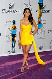 Emmanuelle Chriqui teamed her bold yellow dress with a gold acrylic box clutch.