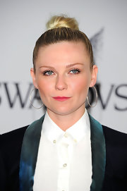 Kirsten Dunst paired her sleek bun with classic hoop earrings.
