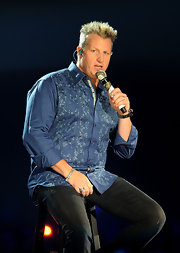 Gary preformed on stage at the 2011 CMT Awards wearing a Color Change Garnet ring.