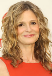 At the 2011 Environment Media Awards, Kyra Sedgwick wore her hair in long spiral curls. Her signature bouncy ringlets always look fantastic.