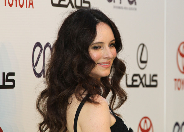 Madeline Stowe wore her hair in beautifully flowing waves at the 2011 Environment Media Awards. The look was ultra sexy paired with smoky eyes and glossy pink lips.