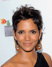 Halle Berry always looks amazing on the red carpet she paired her one-shoulder dress with tiered gold hoops.