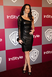 Minnie Driver balanced out her edgy leather cocktail dress with a sophisticated quilted satin clutch.