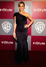 Julie Benz complemented her eggplant gown with a perfectly glam gold crystal embellished clutch.