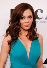 Rose McGowan wore her hair in long, sexy curls at the 2011 MOCA Gala.