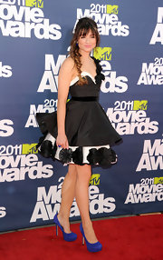 Crystal donned a structured black and white cocktail dress with blue suede pumps for the MTV Movie Awards.