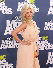 Alyson Michalka attended the 2011 MTV Movie Awards wearing an Amorim 18-karat rose gold Giardino ring in morganite.