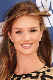 Rosie Huntington-Whiteley wore lots of smoky black liner to enhance her eyes at the 2011 MTV Movie Awards.