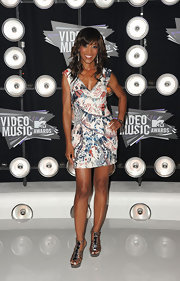 Shaun Robinson donned an abstract print dress at the VMAs. The embellished frock showed off Shaun's glowing complexion.