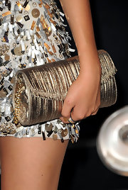 Victoria added to her shine by carrying this gold clutch to the MTV Video Music Awards.