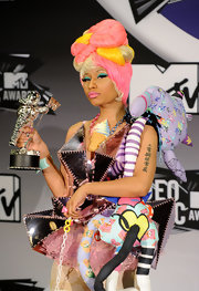 Nicki Minaj wore a serious statement-making necklace at the MTV Video Music Awards.