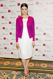 Idina donned a pair of coral pumps with her white dress for the Matrix Awards.