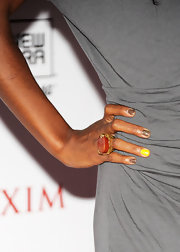 Kelly Rowland showed off the mismatched nail trend that is taking Hollywood by storm.