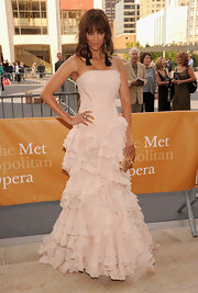 Tyra Banks rocked the opening night of the Met opera in a dramatic gown. Tyra opted for a blush colored gown complete with a glamorous tiered ruffled skirt.