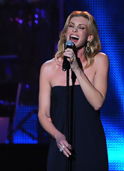 Faith Hill performed at the 2011 MusiCares Person of the Year Tribute to Barbara Streisand wearing 18-karat gold Rock Candy organic earrings in brown shell and diamonds.