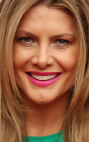 Natalie Bassingthwaighte looked pretty wearing pink lipstick at the Nickelodeon Kid's Choice Awards.