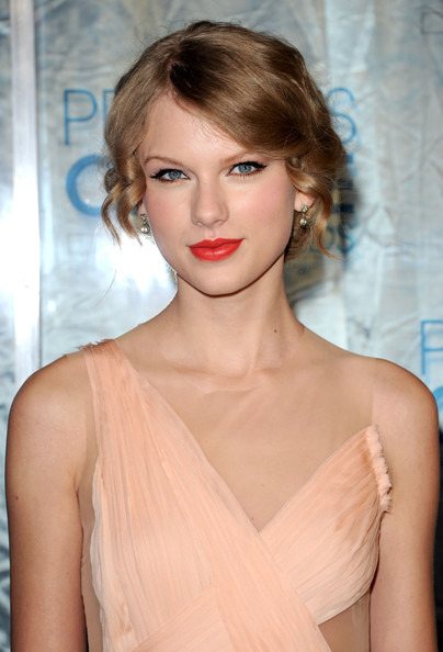 Taylor+Swift in 2011 People's Choice Awards - Arrivals