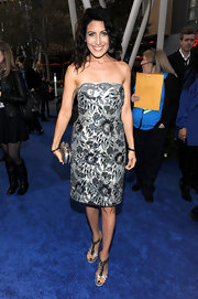 Lisa Edelstein gave her silver embroidered cocktail dress a gotchic touch with a matching skull clasp clutch.