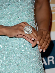 Shaun Robinson gave her Pre-Grammy Gala look a ladylike finish with a large silver flower ring with a pearl detail.