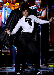 Janelle wore a crisp button-down shirt with her Dolce and Gabbana ensemble during her performance at the Grammy Awards.