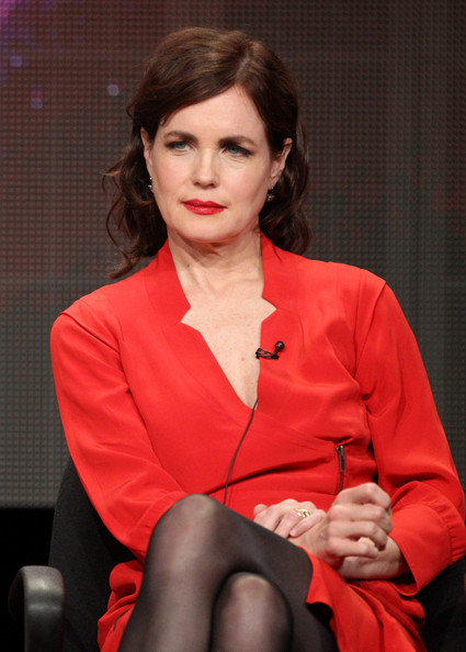 More Pics of Elizabeth McGovern Short Curls (4 of 17) - Short Hairstyles Lookbook - StyleBistro