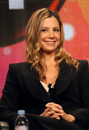 Mira Sorvino looked oh-so-feminine with her long curly 'do.