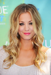 Kaley Cuoco looked pretty as a princess with smoky eyes and a bright pink pout.