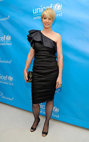 Jenna Elfman wore a one-shoulder ruffled black dress for the UNICEF Ball.