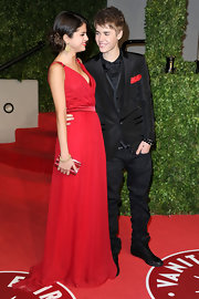 Selena Gomez matched the red gown she wore to the 'Vanity Fair' Oscar party with a petite crimson gemstone clutch.