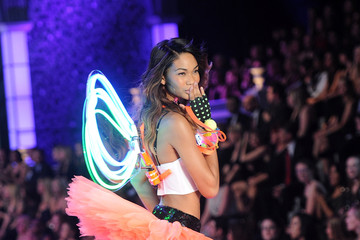 Photos: Chanel Iman Makes the 2011 Victoria's Secret Fashion Show Look Easy