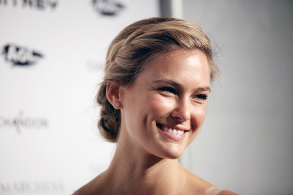 Bar Refaeli paired her lovely ruffled gown with a girlish braided updo. The look was ultra feminine and perfect displayed her lovely features.