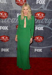 Natasha took the plunge in this to-die-for Kelly green gown at the American Country Awards.