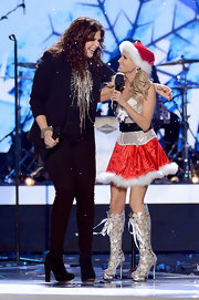 Kristin Chenoweth took the stage at the 2012 American Country Awards in a pair of silver, knee-high, cut-out boots.
