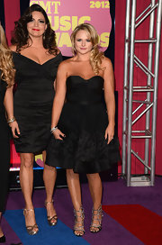 Miranda Lambert tried a retro look at the CMT Awards in this darling LBD.