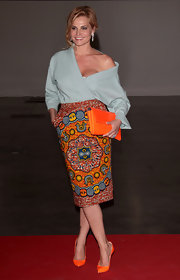 Simona Ventura looked stylishly vibrant in her print skirt.